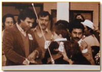 1981, Felipe González con los castellarenses, una vez recuperada la Boyal para el pueblo. Archivo Municipal de Castellar.